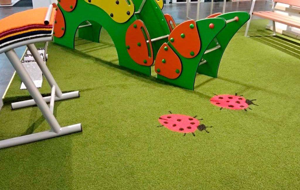 cesped antiestático en parques infantiles